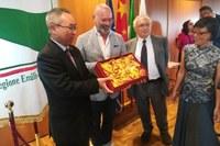"""Il presidente Bonaccini incontra l'ambasciatore cinese in Italia: """"Nuovi progetti e iniziative strategiche su formazione, ricerca e innovazione"""""""
