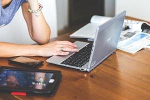 Donne e competenze digitali, 273 corsi in tutta la regione per arricchire il curriculum delle lavoratrici